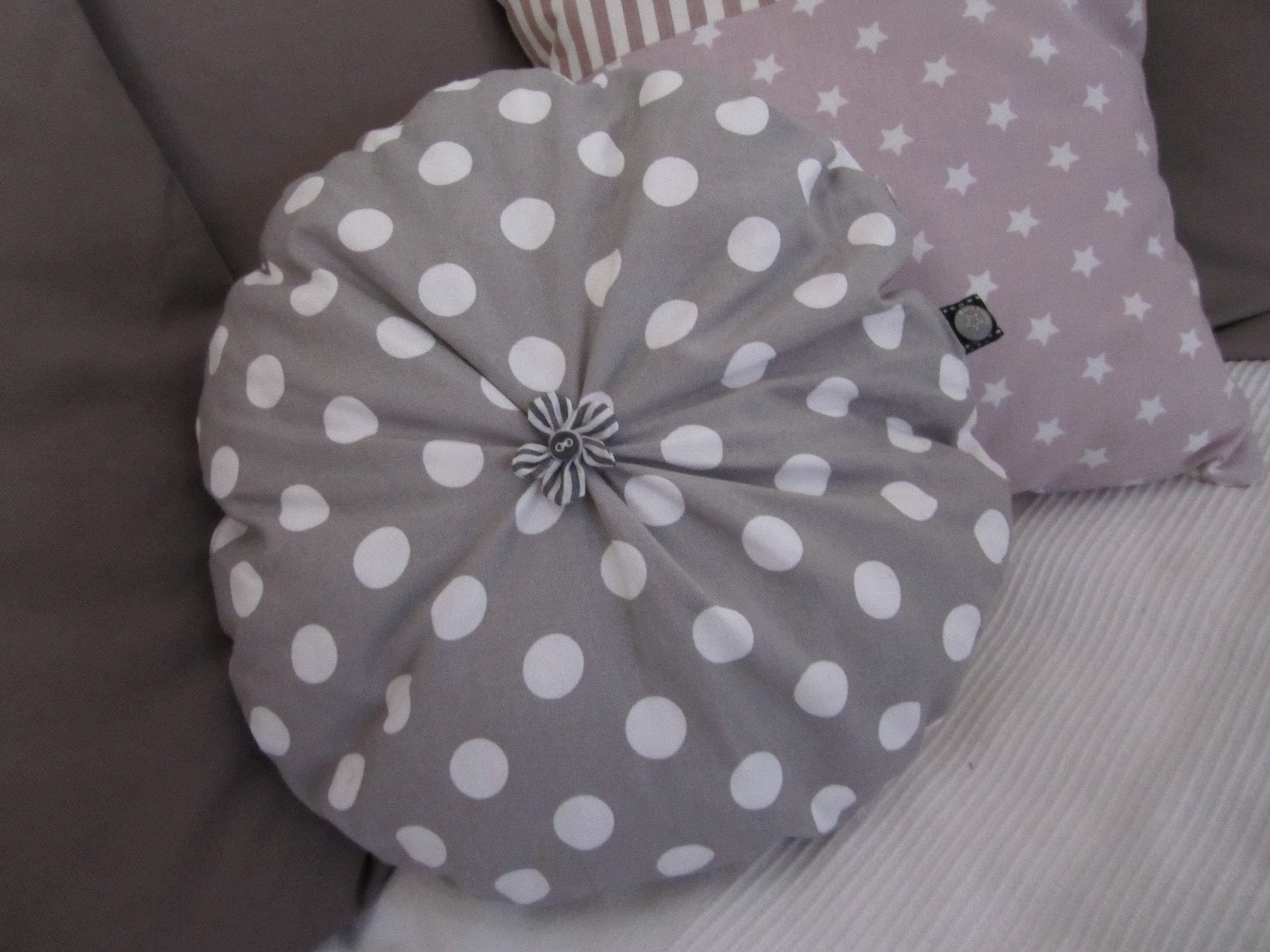 comment coudre coussin rond. Black Bedroom Furniture Sets. Home Design Ideas